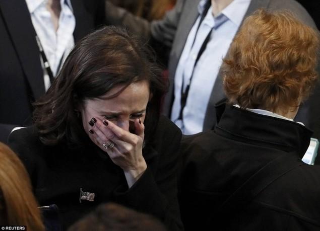 Clinton thất cử, người ủng hộ ôm nhau khóc - ảnh 4