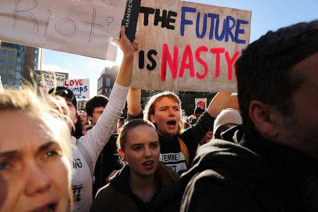 Biểu tình phản đối ông Trump đã bùng phát tại ít nhất 50 thành phố Mỹ - ảnh 9