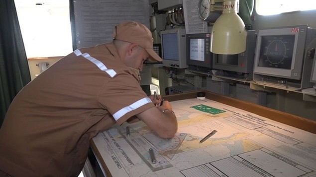 Tàu sân bay, tàu khu trục Nga phô diễn sức mạnh ngoài khơi Syria - ảnh 3