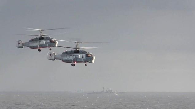 Tàu sân bay, tàu khu trục Nga phô diễn sức mạnh ngoài khơi Syria - ảnh 6