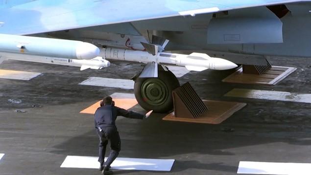 Tàu sân bay, tàu khu trục Nga phô diễn sức mạnh ngoài khơi Syria - ảnh 8