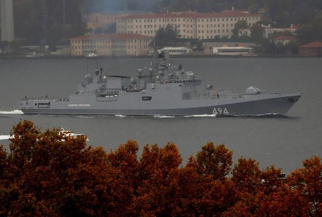 Tàu sân bay, tàu khu trục Nga phô diễn sức mạnh ngoài khơi Syria - ảnh 10