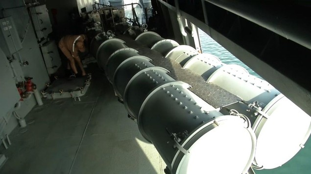 Tàu sân bay, tàu khu trục Nga phô diễn sức mạnh ngoài khơi Syria - ảnh 12