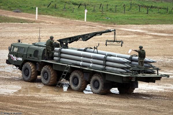 BM-30 Smerch - pháo phản lực đáng sợ nhất của Nga - ảnh 1