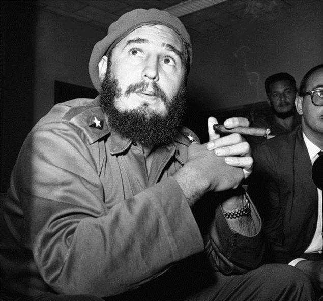 Cuộc đời lãnh tụ Cuba Fidel Castro qua ảnh - ảnh 1