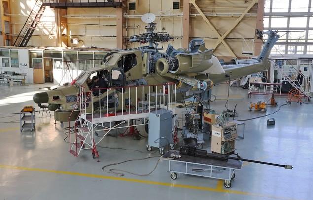 Bên trong nhà máy sản xuất trực thăng 'thợ săn đêm' Mi-28NE - ảnh 1