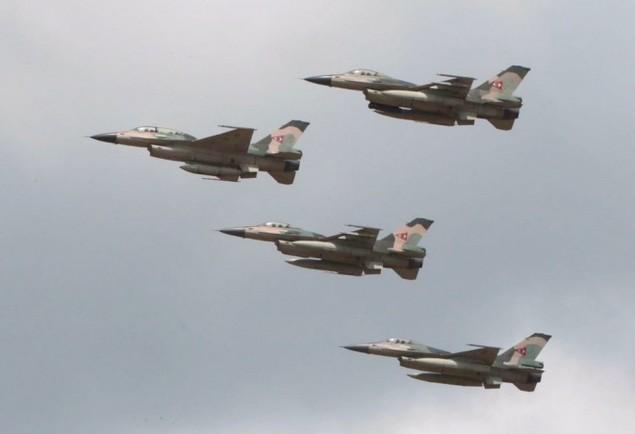 Tiêm kích F-16 và Su-30MK2 Venezuela duyệt binh trên không - ảnh 4