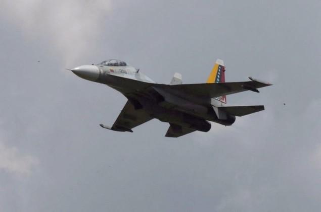 Tiêm kích F-16 và Su-30MK2 Venezuela duyệt binh trên không - ảnh 6