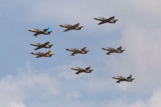 Tiêm kích F-16 và Su-30MK2 Venezuela duyệt binh trên không - ảnh 7