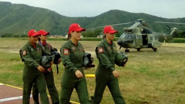 Tiêm kích F-16 và Su-30MK2 Venezuela duyệt binh trên không - ảnh 9