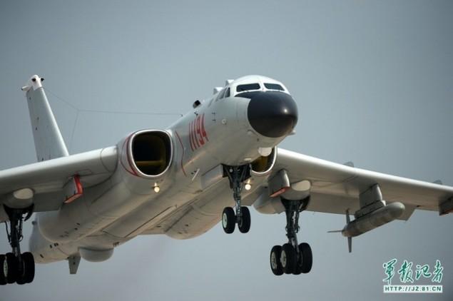 Trung Quốc bỏ ghế phóng 'tự sát' trên oanh tạc cơ H-6K - ảnh 4