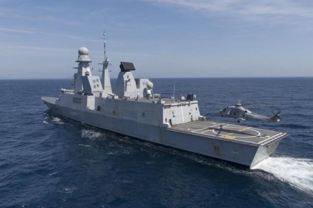 Lưới lửa trên khu trục hạm bảo vệ tàu sân bay Pháp - ảnh 1