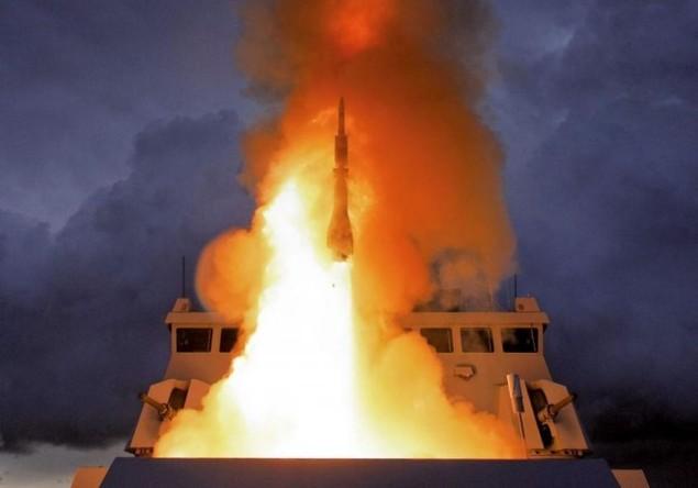 Lưới lửa trên khu trục hạm bảo vệ tàu sân bay Pháp - ảnh 2