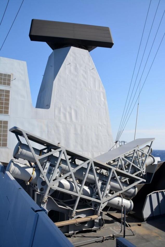 Lưới lửa trên khu trục hạm bảo vệ tàu sân bay Pháp - ảnh 4