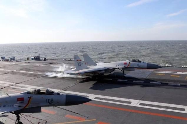 Tàu sân bay Trung Quốc lần đầu phô diễn hỏa lực hiệp đồng - ảnh 4
