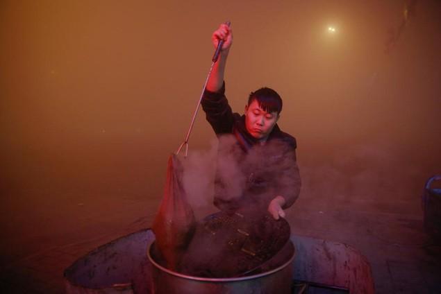Ô nhiễm không khí ở Trung Quốc vượt quy chuẩn của WHO 100 lần - ảnh 1