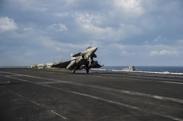 Tiêm kích Pháp, Mỹ diễn tập đổi tàu sân bay - ảnh 2