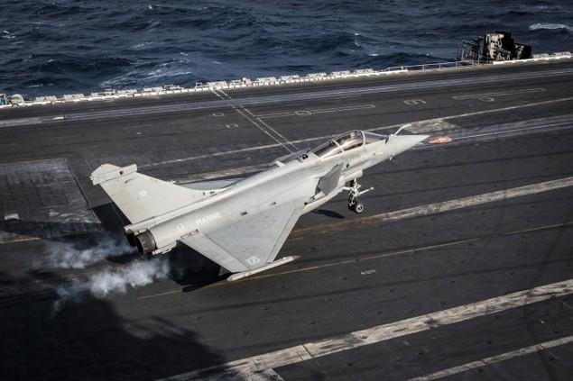 Tiêm kích Pháp, Mỹ diễn tập đổi tàu sân bay - ảnh 3