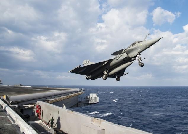 Tiêm kích Pháp, Mỹ diễn tập đổi tàu sân bay - ảnh 4