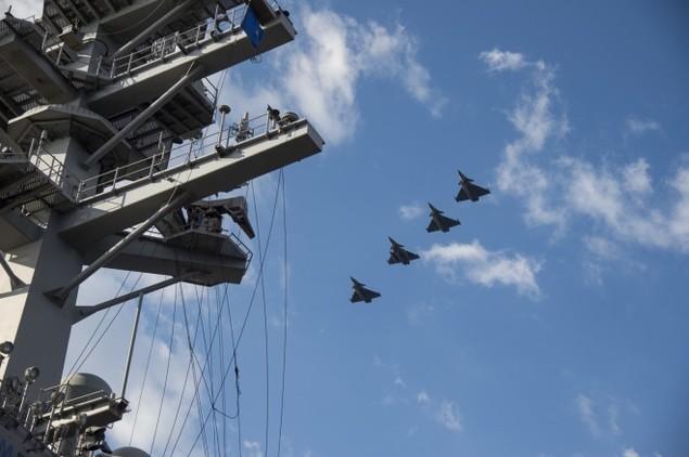 Tiêm kích Pháp, Mỹ diễn tập đổi tàu sân bay - ảnh 5