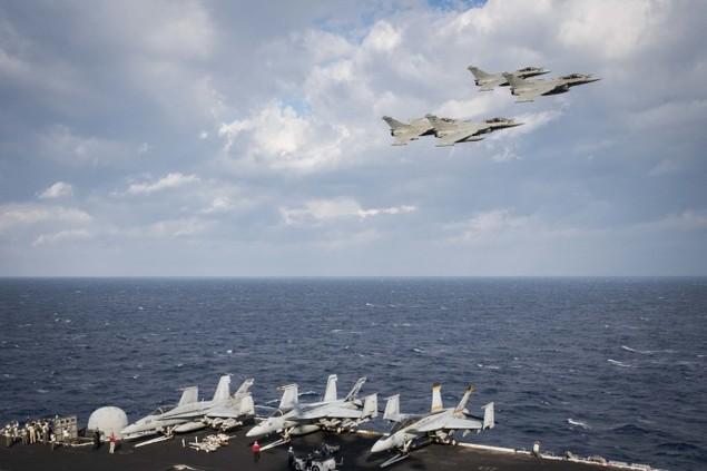 Tiêm kích Pháp, Mỹ diễn tập đổi tàu sân bay - ảnh 6