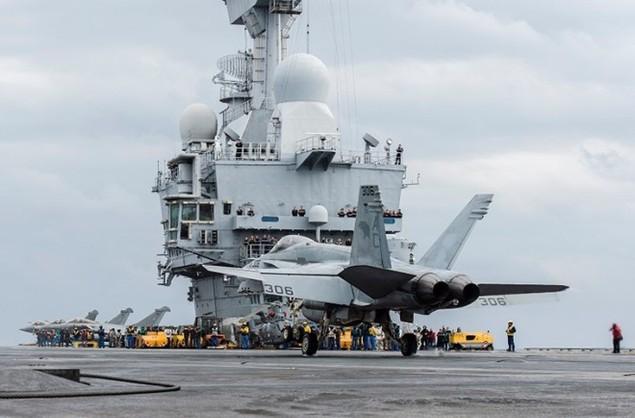 Tiêm kích Pháp, Mỹ diễn tập đổi tàu sân bay - ảnh 7