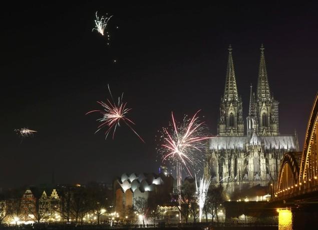 Pháo hoa rực rỡ ở châu Âu khoảnh khắc giao thừa - ảnh 8