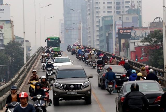 Buýt nhanh bị 'bủa vây' trên đường phố - ảnh 4