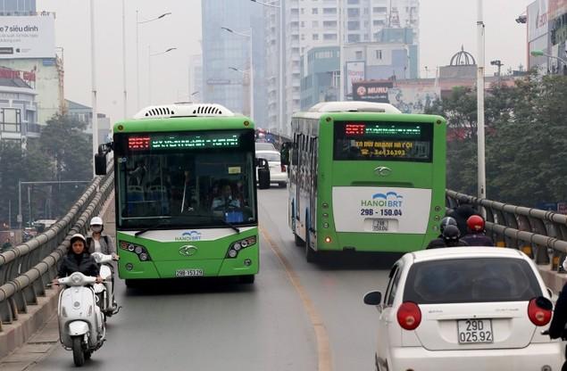 Buýt nhanh bị 'bủa vây' trên đường phố - ảnh 5