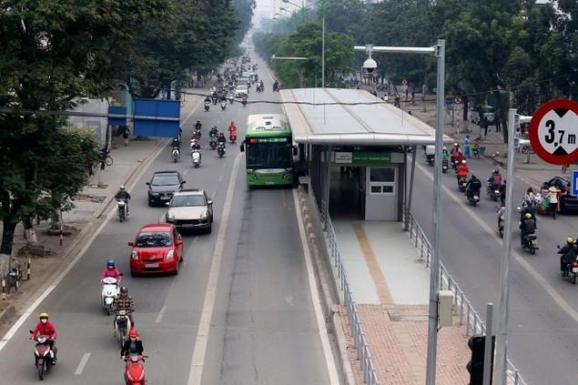 Buýt nhanh bị 'bủa vây' trên đường phố - ảnh 7