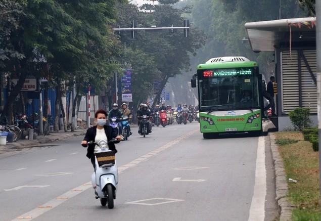 Buýt nhanh bị 'bủa vây' trên đường phố - ảnh 8