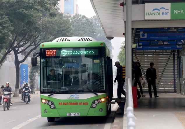 Buýt nhanh bị 'bủa vây' trên đường phố - ảnh 9