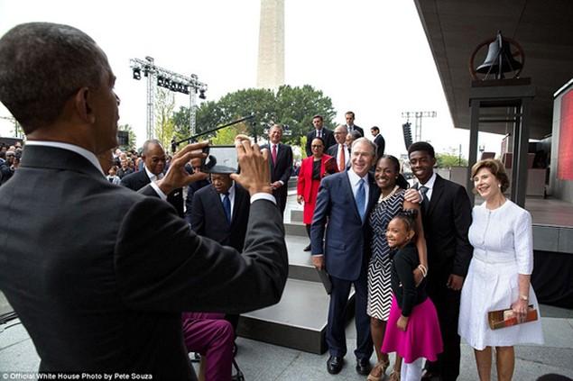 Những khoảnh khắc đáng nhớ cuối cùng của Obama ở Nhà Trắng - ảnh 23