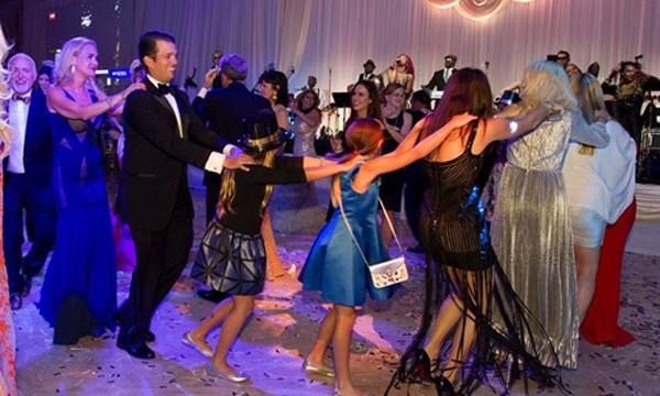 Bữa tiệc mừng năm mới tại 'Nhà Trắng mùa đông' của Trump - ảnh 2