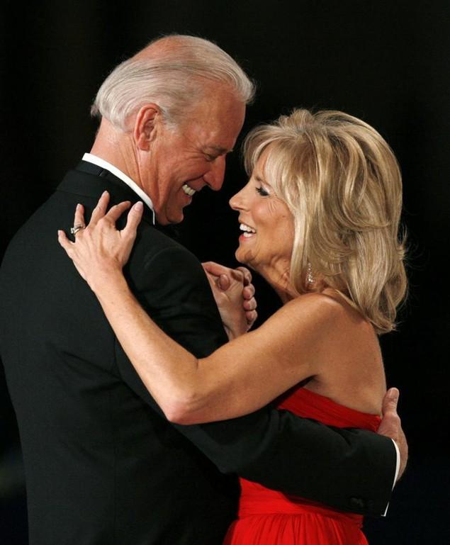 Những khoảnh khắc đáng nhớ của Phó Tổng thống Mỹ Biden - ảnh 1