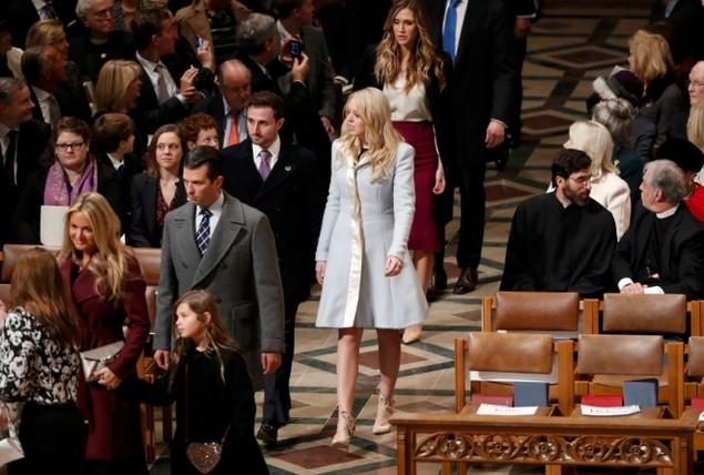 Tổng thống Trump dự lễ cầu nguyện tại nhà thờ - ảnh 4