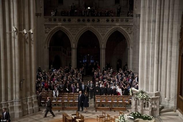 Tổng thống Trump dự lễ cầu nguyện tại nhà thờ - ảnh 5