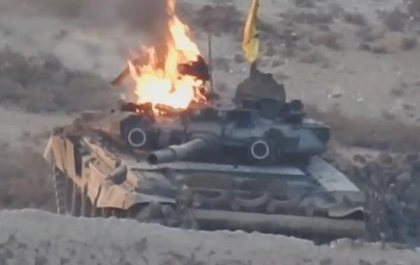 Chiếc tăng T-90 đầu tiên bị IS bắn cháy ở Syria - ảnh 1
