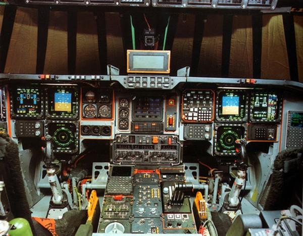 Tiện nghi giúp phi công oanh tạc cơ B-2 bay suốt 73 giờ liền - ảnh 1