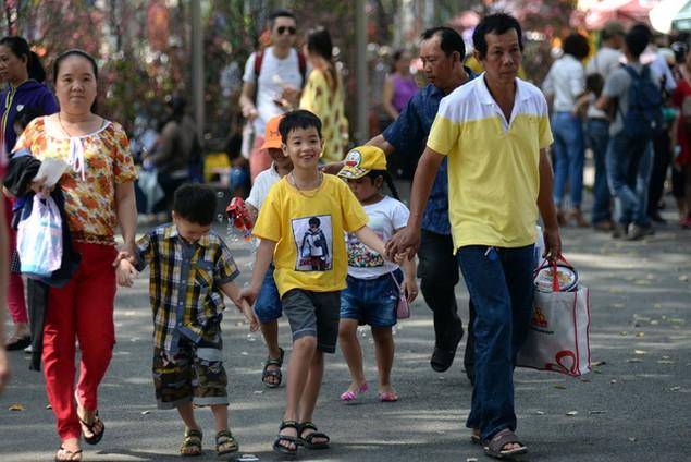 Khu vui chơi ở Sài Gòn đông nghịt người du xuân, vãn cảnh... - ảnh 4