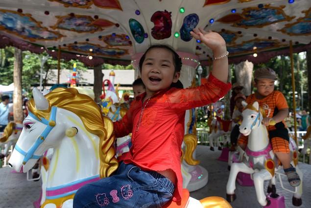 Khu vui chơi ở Sài Gòn đông nghịt người du xuân, vãn cảnh... - ảnh 5