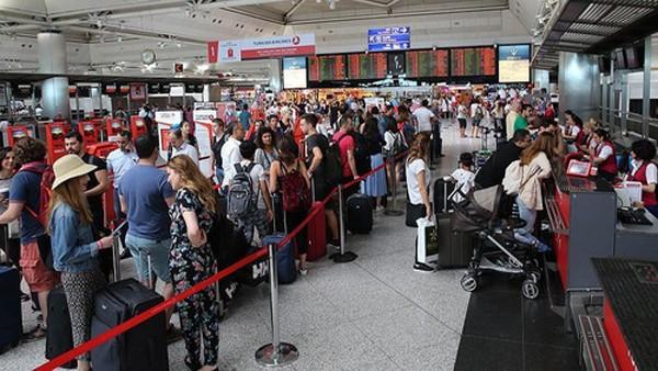 Hàng chục người bị kẹt tại Thổ Nhĩ Kỳ vì lệnh cấm nhập cảnh Mỹ - ảnh 1