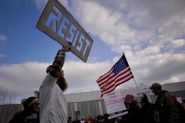 Biểu tình bùng phát khắp nước Mỹ phản đối sắc lệnh di trú của ông Trump - ảnh 4