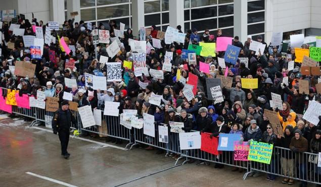 Biểu tình bùng phát khắp nước Mỹ phản đối sắc lệnh di trú của ông Trump - ảnh 5