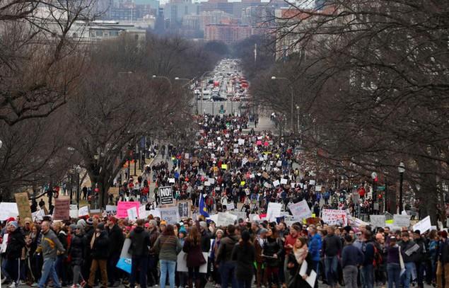 Biểu tình bùng phát khắp nước Mỹ phản đối sắc lệnh di trú của ông Trump - ảnh 7