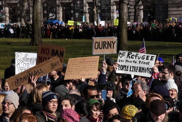 Biểu tình bùng phát khắp nước Mỹ phản đối sắc lệnh di trú của ông Trump - ảnh 11