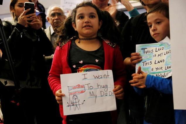 Biểu tình bùng phát khắp nước Mỹ phản đối sắc lệnh di trú của ông Trump - ảnh 14