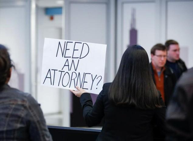 Hàng trăm luật sư Mỹ tình nguyện trợ giúp những người bị bắt vì sắc lệnh của ông Trump - ảnh 6