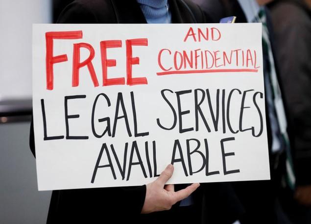 Hàng trăm luật sư Mỹ tình nguyện trợ giúp những người bị bắt vì sắc lệnh của ông Trump - ảnh 9