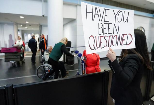 Hàng trăm luật sư Mỹ tình nguyện trợ giúp những người bị bắt vì sắc lệnh của ông Trump - ảnh 15